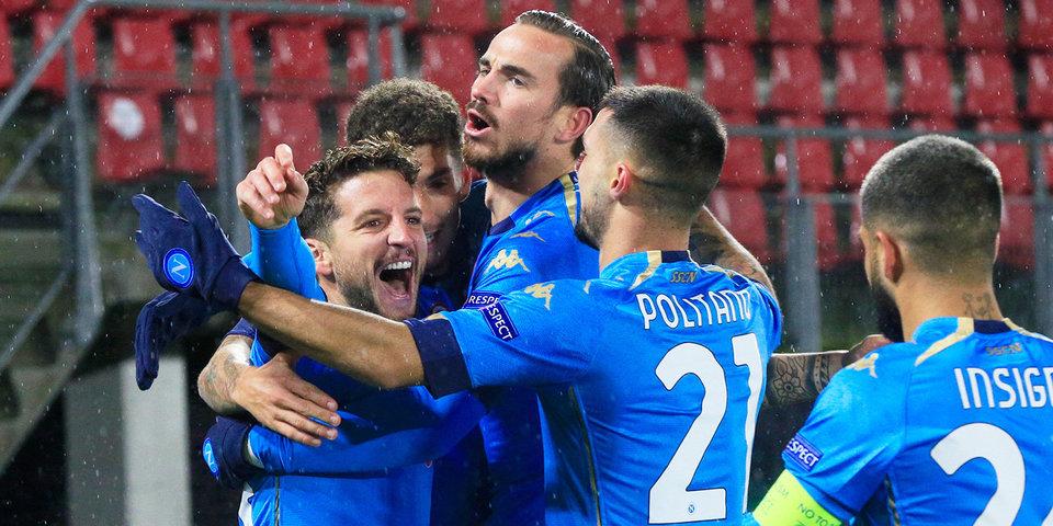 «Наполи» и «Реал Сосьедад» сыграли вничью в первом матче на переименованном в честь Марадоны стадионе и вышли в плей-офф ЛЕ