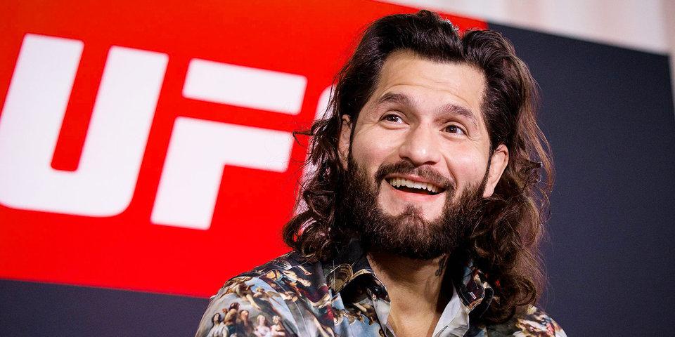 Он дрался на улице, а теперь — вырубил надежду UFC и подрался после турнира. Видео нокаута и потасовки