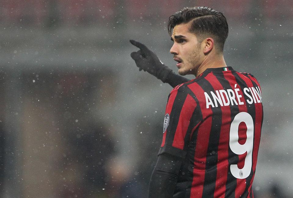 СМИ: Андре Силва останется в «Милане»