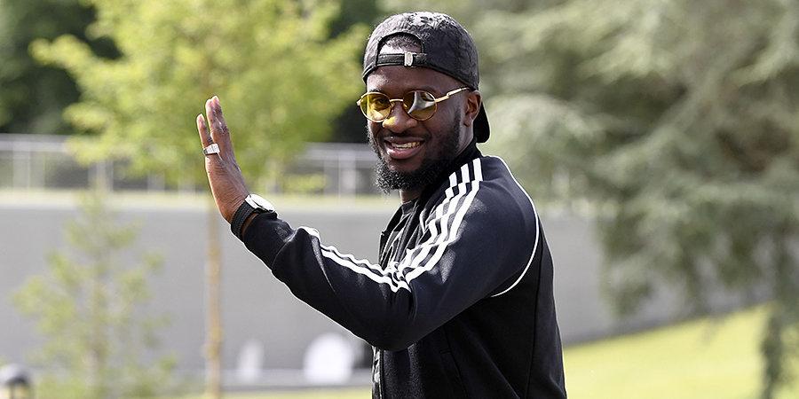 «Барселона» хочет купить Ндомбеле