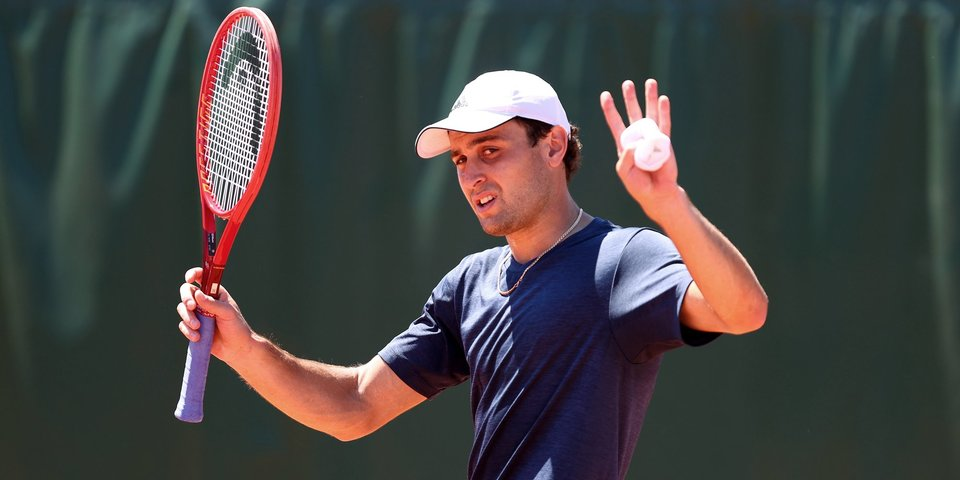 Карацев покинул «Ролан Гаррос», проиграв во втором круге 132-й ракетке мира Кольшрайберу