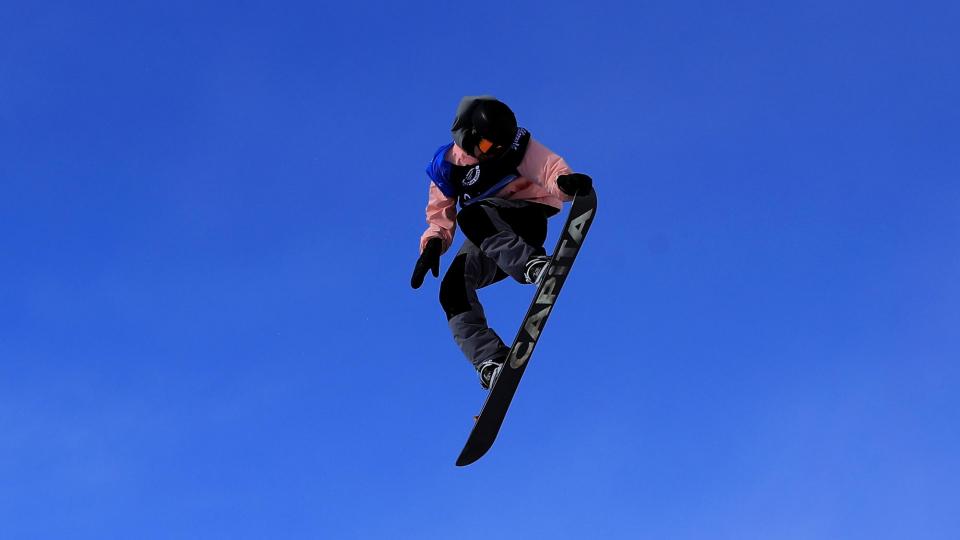 Австрийская сноубордистка Гассер завоевала золото Олимпиады в биг-эйре