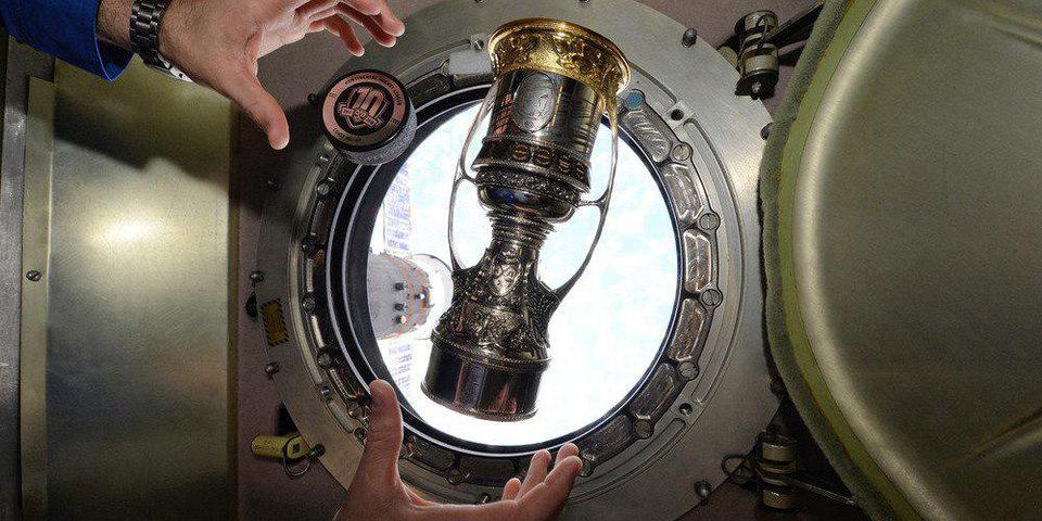 Копия Кубка Гагарина вернулась из космоса