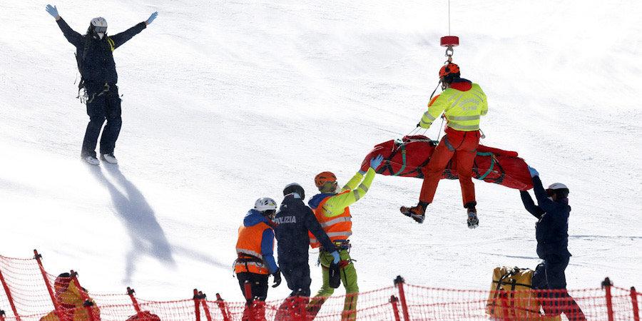 Двух горнолыжниц увезли на вертолете после страшных падений на этапе Кубке мира