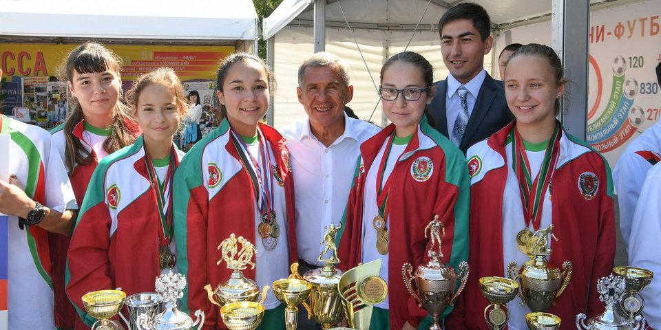 На матче открытия ЧМ-2018 мячи будут подавать девушки из Татарстана. Кто они? И почему они?