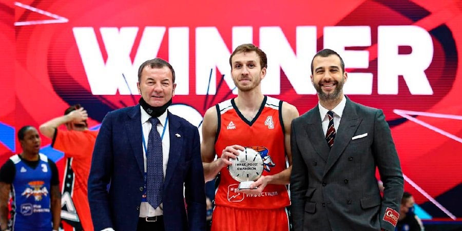 Комолов выиграл конкурс треочковых бросков в матче звезд Единой лиги
