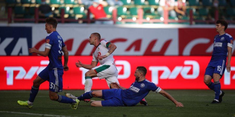 Незабитый пенальти, 13 желтых и 3 красные карточки. «Локомотив» победил «Оренбург» в первом матче Николича