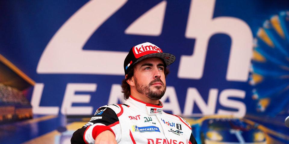 Алонсо представил красочный шлем для выступления на Гран-при Абу-Даби
