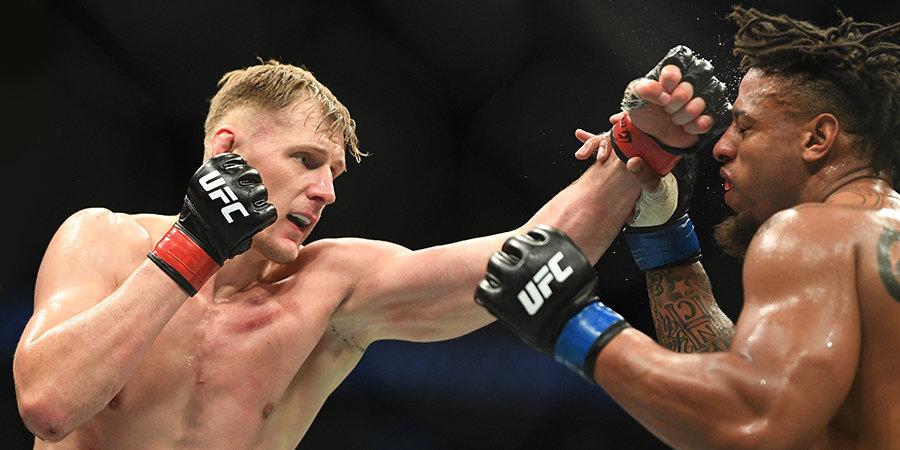 Волков победил Харди на турнире UFC в Москве