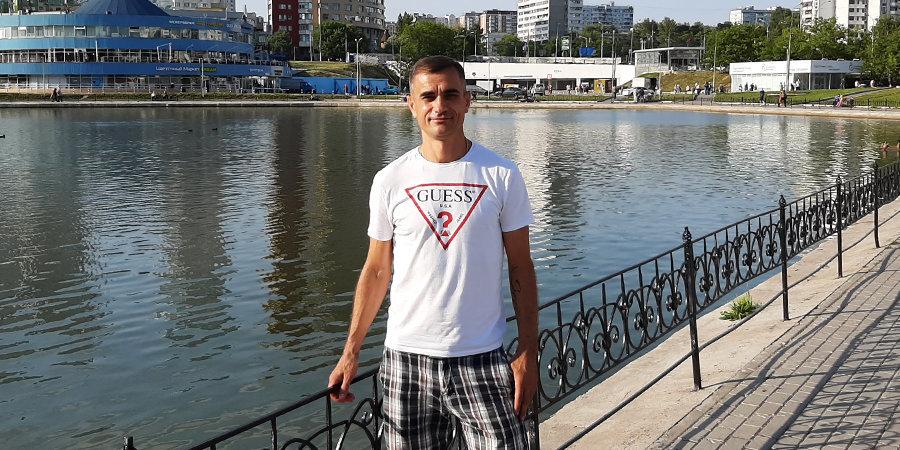 «Танасиевич разогнался и рыбкой в лужу. Еще и лицо опустил, а под водой бетон». Интервью с Эриком Корчагиным