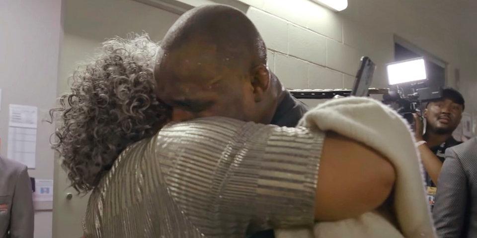 Мама чемпиона UFC успокаивает соперников сына. При любом результате боя