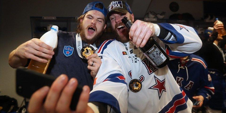 Кубок, судьи и бутылки. Победа СКА в фотографиях