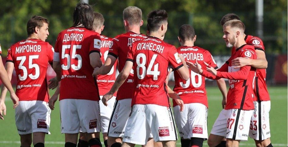 «Спартак-2» проиграл «Чайке», команды заканчивали матч вдесятером