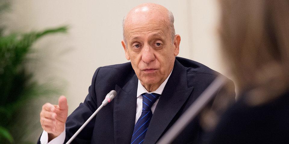 Маглионе остался на посту президента ФИНА