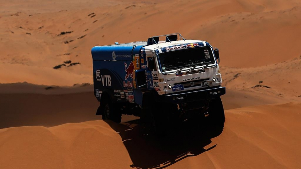 Николаев увеличил отрыв в зачете грузовиков «Дакара» после 11-го этапа, Карякин — среди квадроциклов