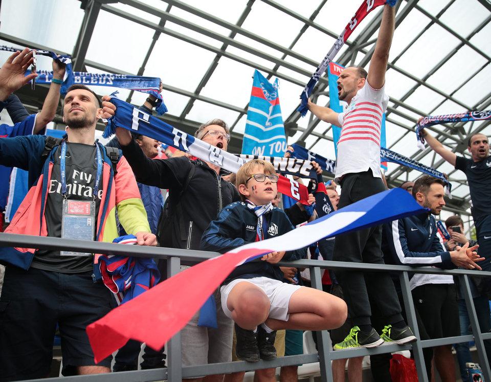 Более 5 тысяч болельщиков поддержат Францию в матче с Данией
