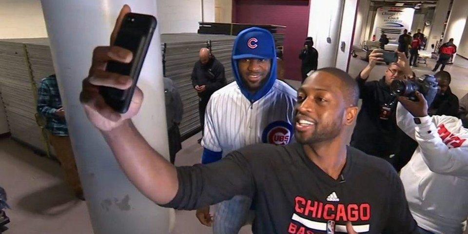 Леброн приходит на матч в бейсбольной форме «Чикаго»