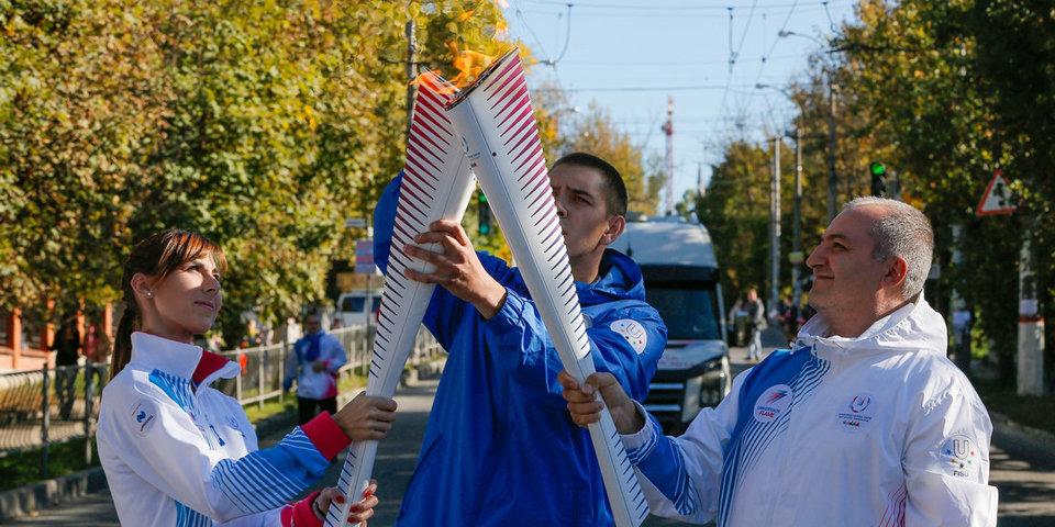 Факелоносцы пронесли огонь Универсиады-2019 по улицам Симферополя