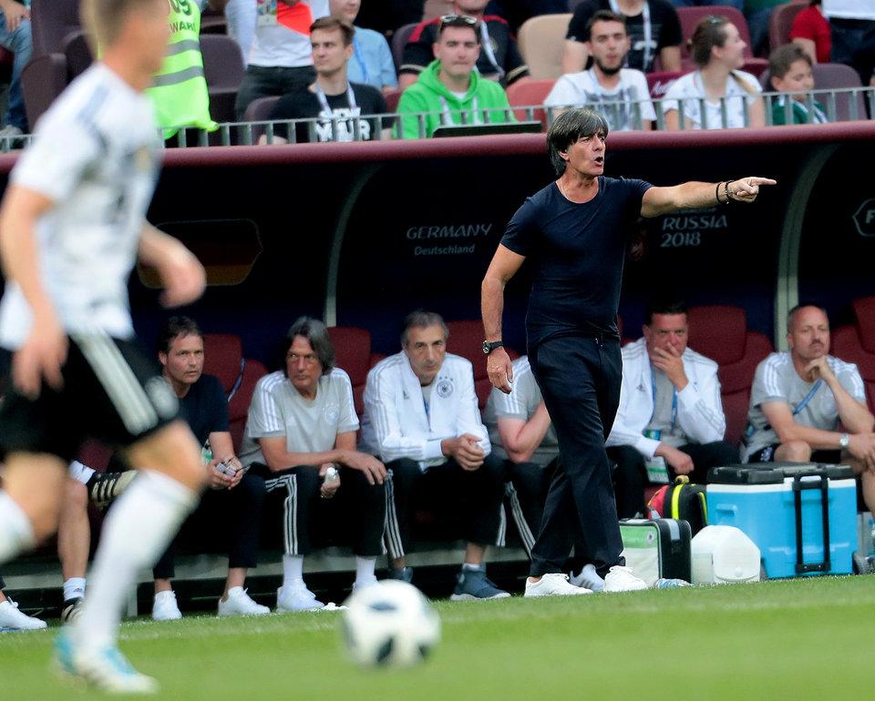 Два представителя сборной Германии отстранены от работы на ЧМ