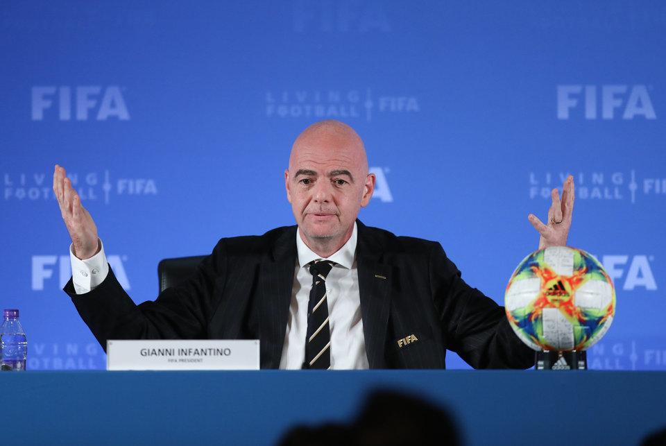 Инфантино попросил премьер-министра Великобритании помочь с допуском игроков из АПЛ на матчи в страны из красного списка