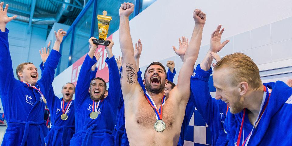 «Динамо» лучше всех играет в водное поло, «Спартак» хорош в гандболе. Кто из топов успешнее?