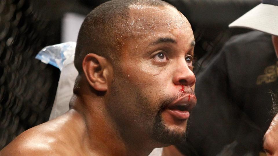 Кормье вернули пояс чемпиона UFC