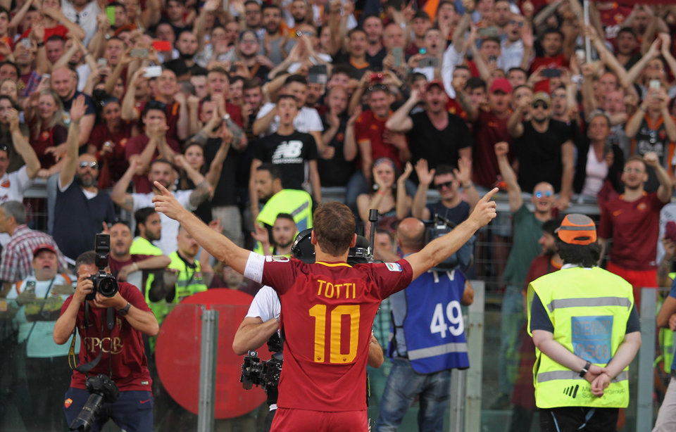 Тотти заявил, что не собирается завершать игровую карьеру