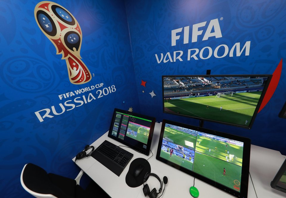 Экс-арбитр ФИФА: «Введение системы VAR в Лиге чемпионов позволит вывести турнир на новый уровень»