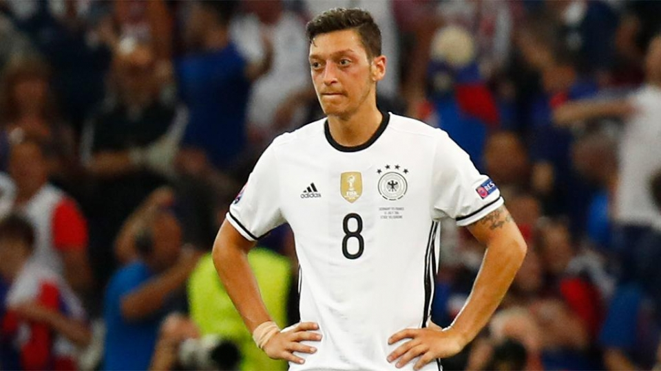 Лерой Зане – о решении Озила завершить карьеру в сборной Германии: «Я бы хотел поиграть с ним подольше»