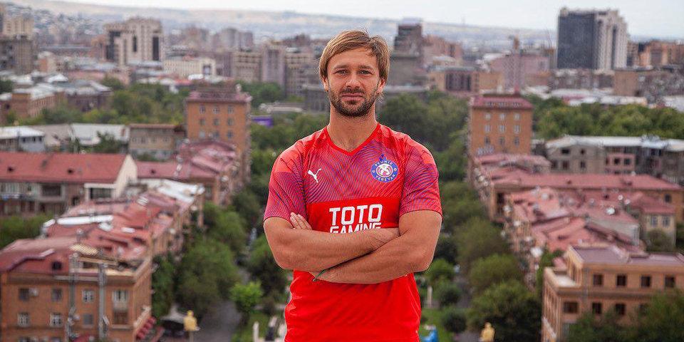 Дмитрий Сычев — о детстве: «Ты не можешь хотеть поиграть в футбол или погулять. Едешь и сажаешь картошку»
