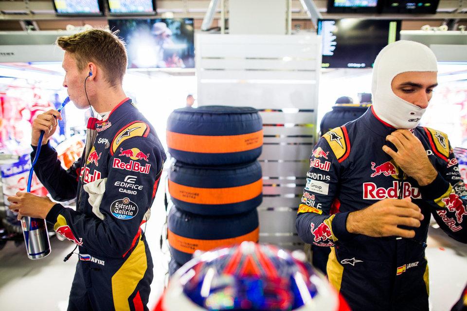 В преддверии Гран-при Венгрии руководство «Торо Россо» напомнило Квяту и Сайнсу об уважении
