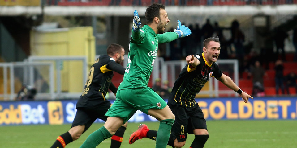 Вратарь «Беневенто» забил  «Милану» на 95-й минуте и испортил дебют Гаттузо