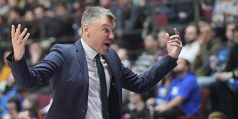 «Я недостаточно хорошо сделал свою работу». Главный тренер «Барселоны» — о поражении «Зениту»