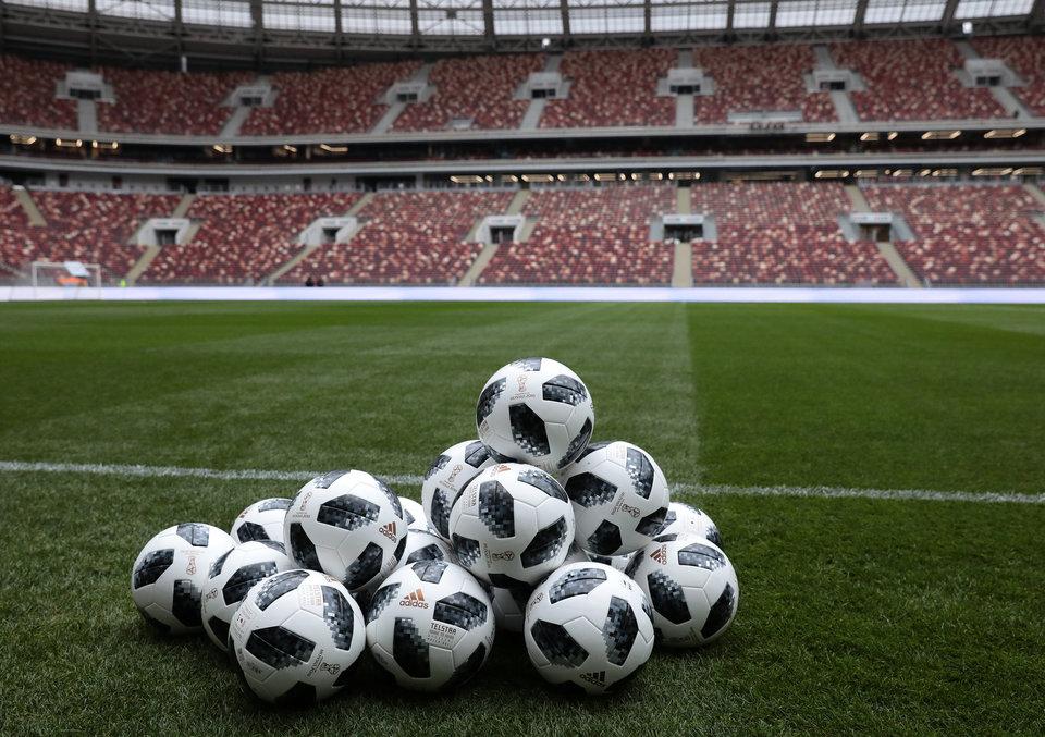 Вратари сборных Испании иГермании раскритиковали мячЧМ