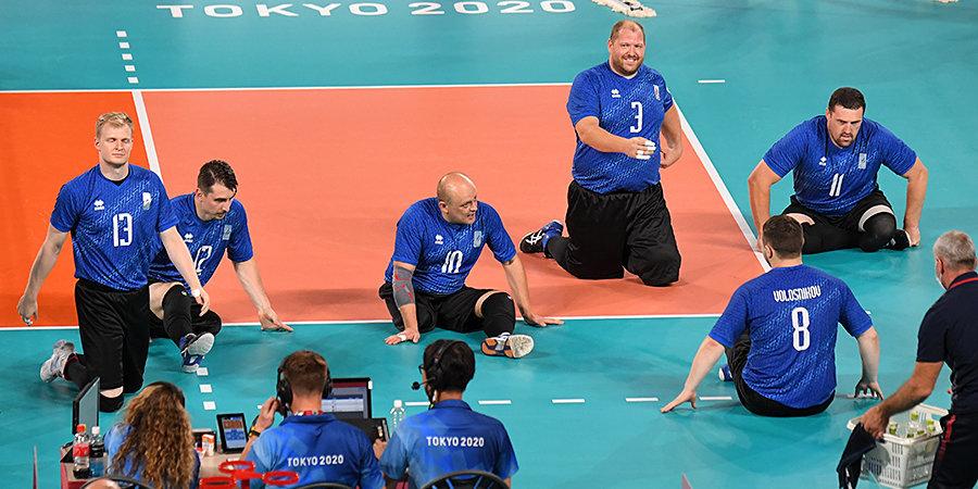 «В матче с бразильцами против нас были еще и судьи». Российские волейболисты сыграют в финале Паралимпиады впервые в истории