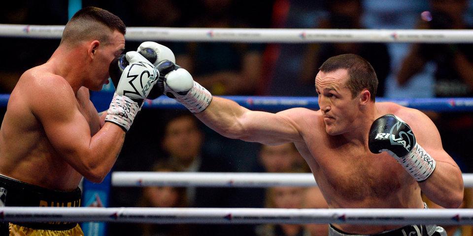 Олимпийского чемпиона нокаутировали, Лебедев защитил титул. Лучшие моменты вечера бокса
