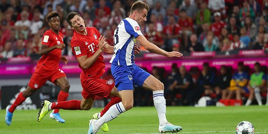 Дубль Левандовского спас «Баварию» от поражения на старте чемпионата Германии. Голы и лучшие моменты