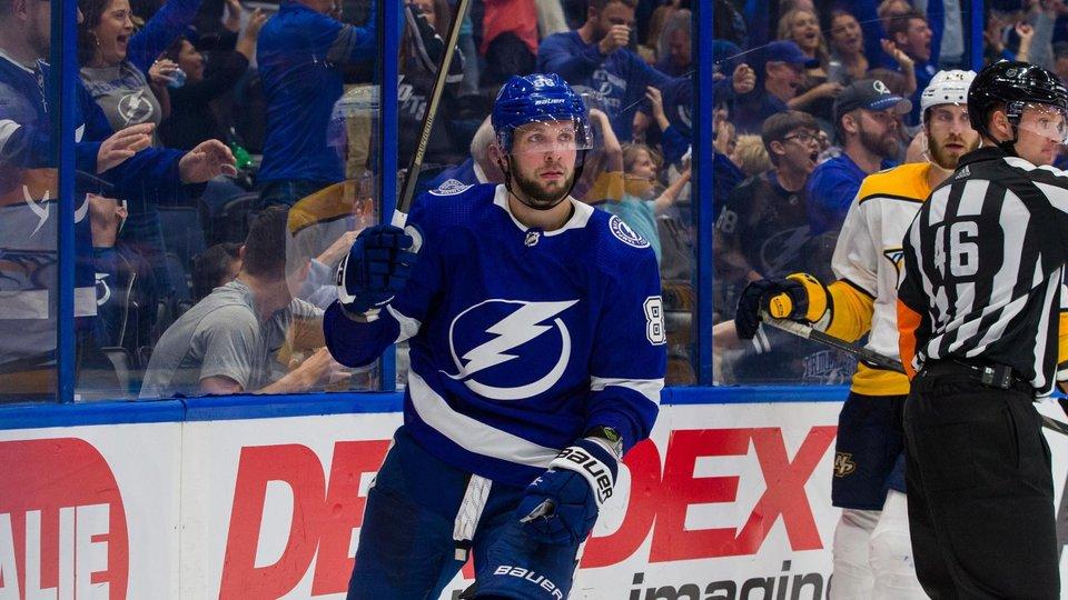 Кучеров принес победу «Тампе», Бурдасов дебютировал за «Эдмонтон», а Костин снова забросил за «Сент-Луис». Обзор матчей НХЛ