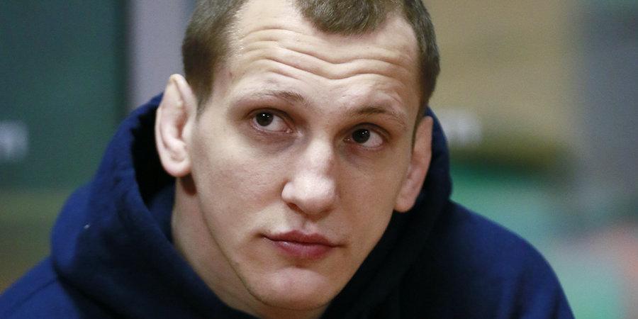 Василевский нокаутировал Гуськова на турнире AMC Fight Nights в Москве