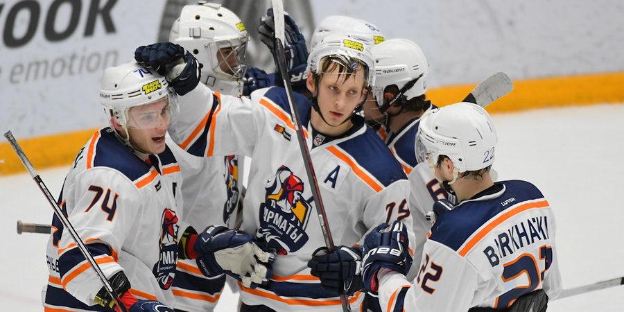 Не только в НХЛ могут эффектно забрасывать. Феноменальный гол из молодежной лиги. Видео