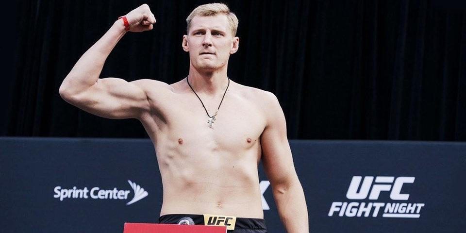 Темнокожий боец UFC отказался от поединка в России из-за боязни расизма