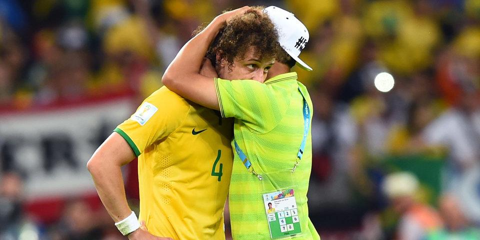 Давид Луиз получит почти 5 тысяч евро за насмешку над ним по поводу разгромного поражения бразильцев на ЧМ-2014