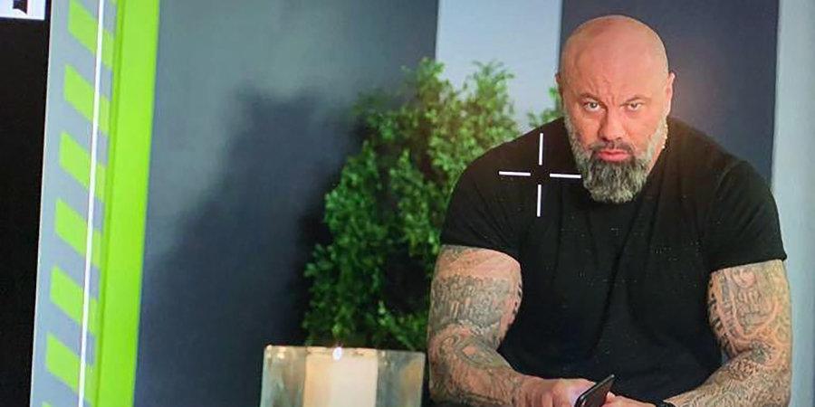 У самой известной футболистки России очень колоритный отец: весь в татуировках, снимается в сериале, ведет блог