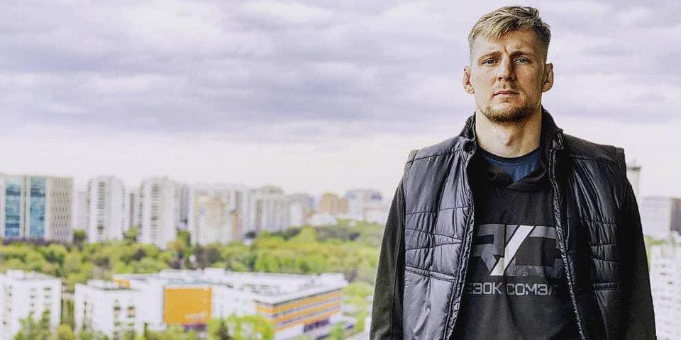 «У метро «Университет» хотели отобрать телефон». Как выглядят места, где родились бойцы UFC из России
