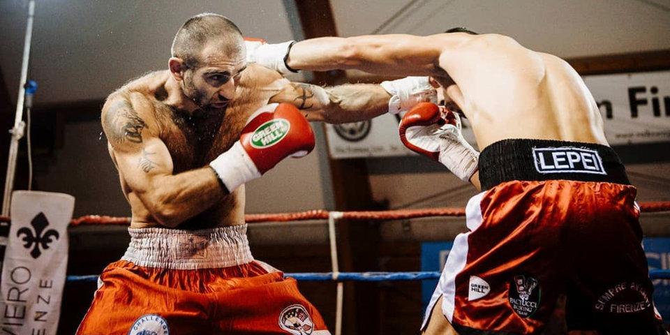 Он проиграл 12 боев из 27. Беленький - о том, почему ударивший тренера боксер теперь звезда