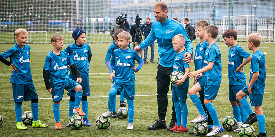 Дзюба мотивирует Мевлю, Ракицкий и Иванович тренируются с детьми. «Зенит» за два дня до «Краснодара»