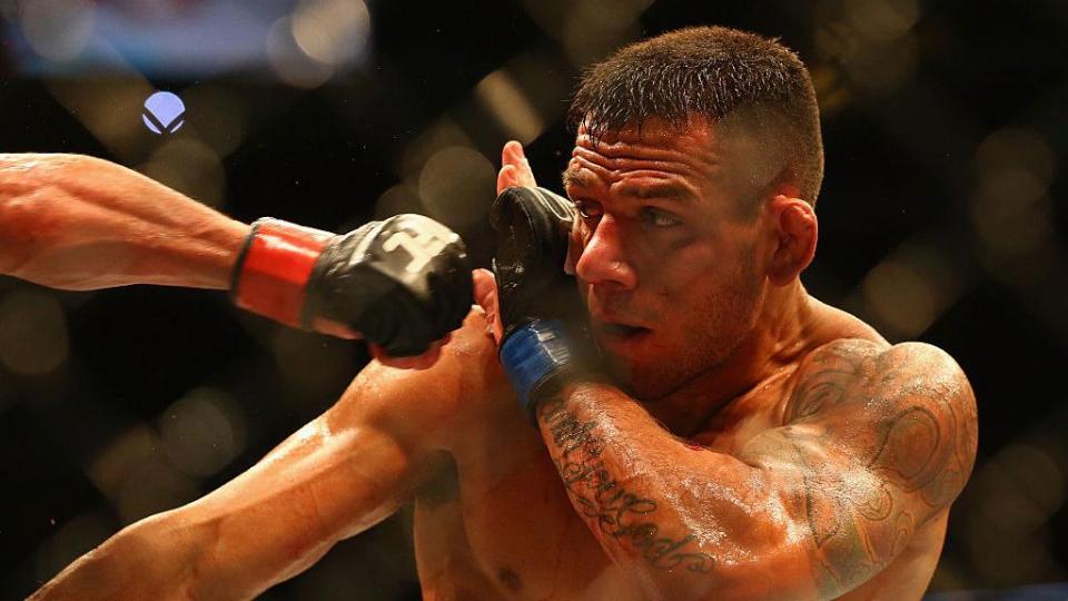 Магомедов потерпел первое поражение в UFC, Фергюсон оказался сильнее Дос Аньоса
