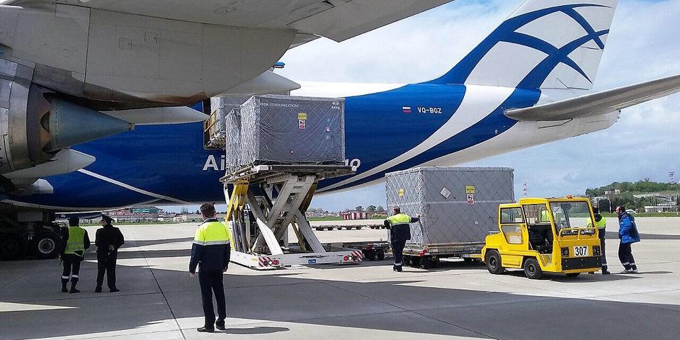 В Сочи прибыл первый грузовой рейс с болидами «Формулы-1»
