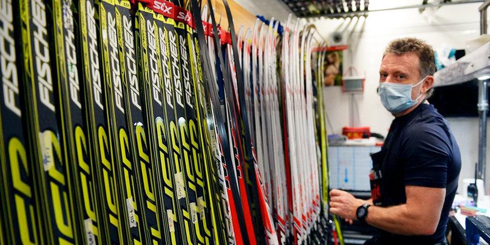 Тридцать километров в день - без выходных. Кто и как готовит лыжи биатлонной сборной?