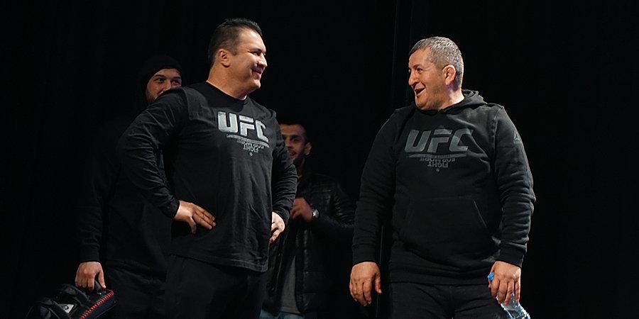 Отец Хабиба показал борьбу. Удары бойцов UFC в замедленной съемке